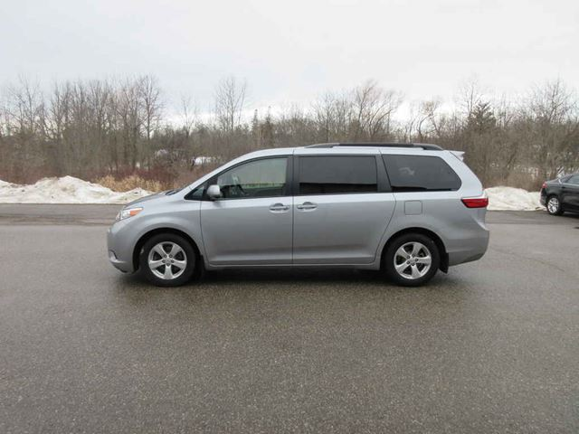 2015 TOYOTA SIENNA LE in Cayuga, Ontario