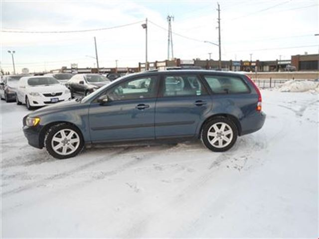 2006 VOLVO V50 5dr Wgn 2.4L Auto SUNROOF NO ACCIDENT SAFETY A/C P in Oakville, Ontario