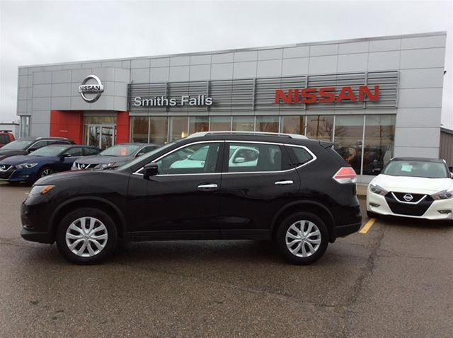 2015 NISSAN ROGUE S in Smiths Falls, Ontario