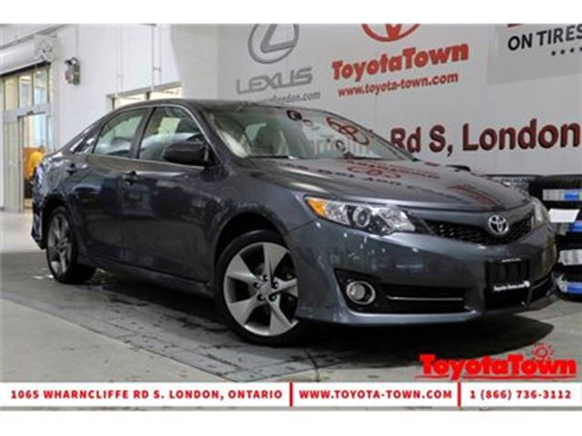 2014 Toyota Camry SINGLE OWNER SE NAVIGATION MOONROOF ALLOY WHEELS in London, Ontario