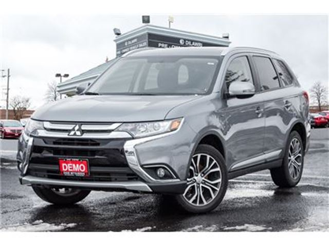 2017 MITSUBISHI OUTLANDER SE TOURING AWD  DEMO 7 SEATS SUNROOF 18 ALLOYS in Mississauga, Ontario