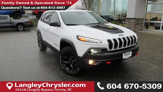 2017 JEEP CHEROKEE Trailhawk <B>*PANO SUNROOF*LEATHER*GPS*<B> in Surrey, British Columbia