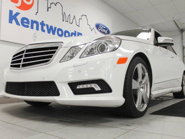 2010 MERCEDES-BENZ E-CLASS E350- NAV, heated power leather seats, sunroof and a back up cam in Edmonton, Alberta