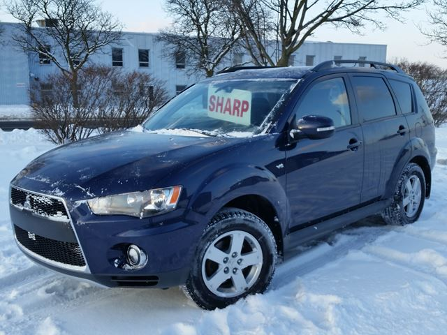 2011 MITSUBISHI OUTLANDER LS 4WD w/3rd row in Cambridge, Ontario