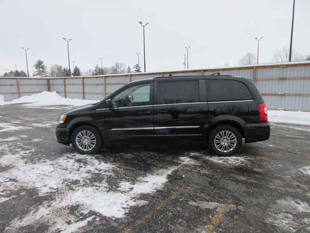 2015 CHRYSLER TOWN AND COUNTRY TOURING L in Cayuga, Ontario