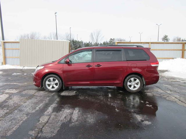 2011 TOYOTA SIENNA LE in Cayuga, Ontario
