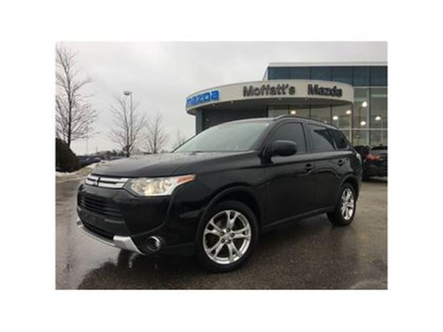2015 MITSUBISHI OUTLANDER ES 4WD 2.4L 4 CYLINDER - GREAT ON GAS! in Barrie, Ontario