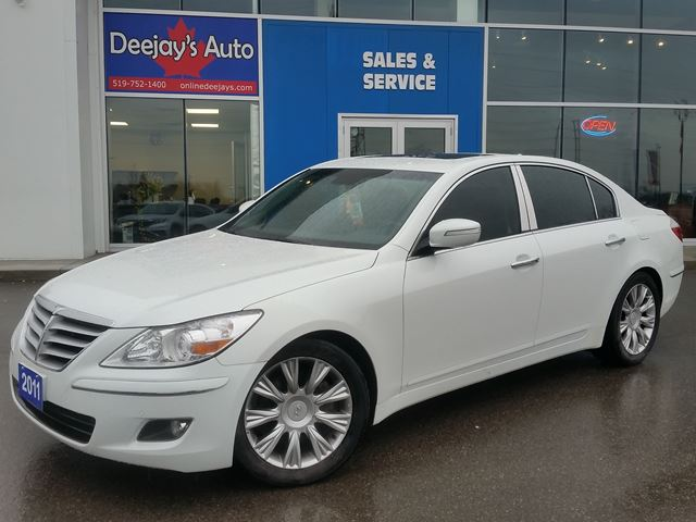 2011 HYUNDAI GENESIS w/Technology Pkg in Brantford, Ontario