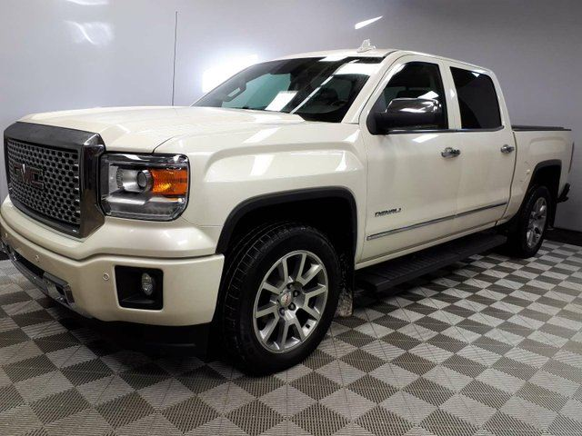 2015 GMC SIERRA 1500 Denali - Local One Owner Alberta Trade In | No Accidents | 3M Protection Applied | Navigation | Back Up Camera | Parking Sensors | 20 Inch Wheels | Running Boards | Box Liner/Cover | Trailer Hitch | BOSE Audio |Heated/Cooled Seats | Memory Seating |  in Edmonton, Alberta