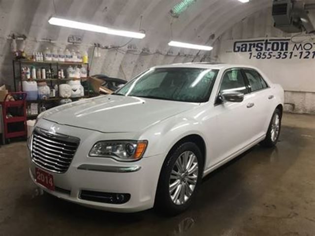 2014 CHRYSLER 300 C*AWD*NAVIGATION*PANORAMIC SUNROOF**LEATHER*BACK U in Cambridge, Ontario