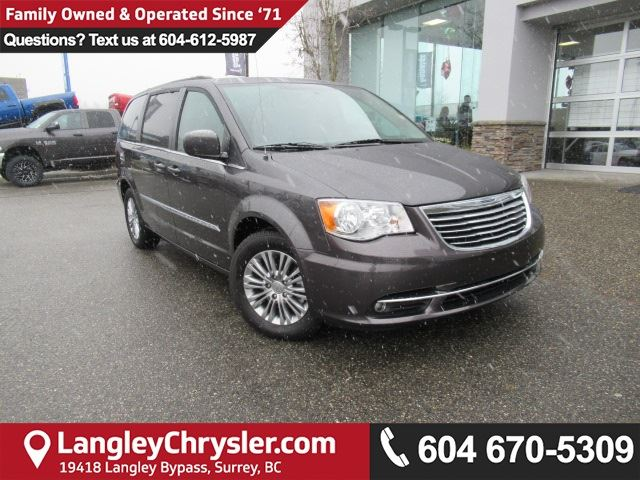 2016 CHRYSLER TOWN AND COUNTRY Touring-L <b>*LOCAL*PWR SLIDE DOORS*PWR LIFTGATE*<b> in Surrey, British Columbia