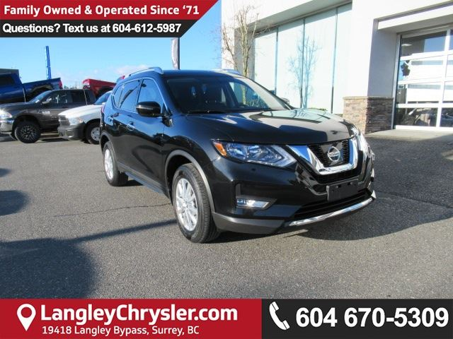 2017 NISSAN ROGUE SV <B>*PANO SUNROOF*TOUCHSCREEN*BACKUP CAMERA*<b> in Surrey, British Columbia