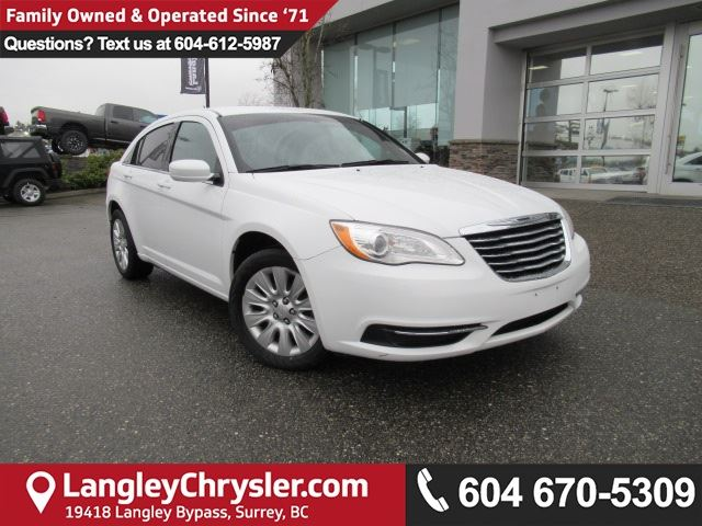 2013 CHRYSLER 200 LX <b>*LOW KMS!*UNBEATABLE PRICE!!*<b> in Surrey, British Columbia