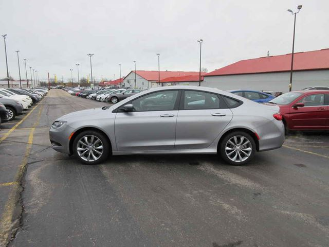 2016 CHRYSLER 200 S in Cayuga, Ontario