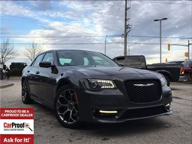 2017 CHRYSLER 300 S**5.7L HEMI**PANORAMIC SUNROOF**NAVIGATION** in Mississauga, Ontario