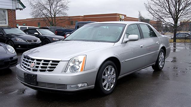 2008 CADILLAC DTS LEATHER * SUNROOF * NAVIGATION * HEATED SEATS in Woodbridge, Ontario