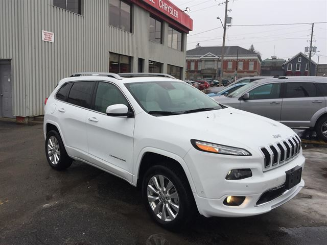 2017 JEEP CHEROKEE Overland LEATHER/ ADAPTIVE CRUISE/ PANORAMIC SU in Brockville, Ontario