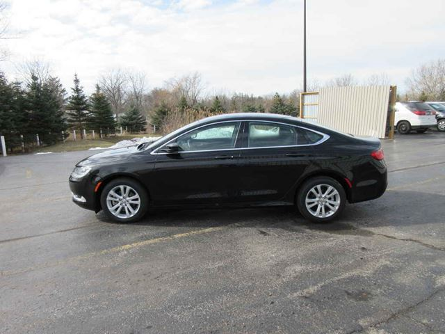 2016 CHRYSLER 200 LIMITED in Cayuga, Ontario