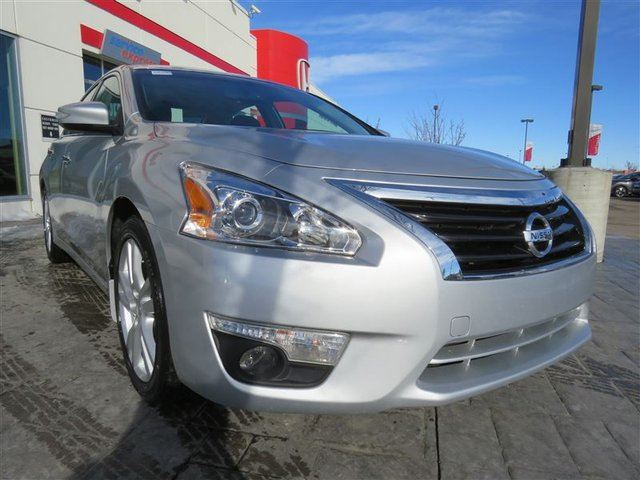 2013 NISSAN Altima 3.5 SL *No Accidents, One Owner, Local Vehicle* in Airdrie, Alberta