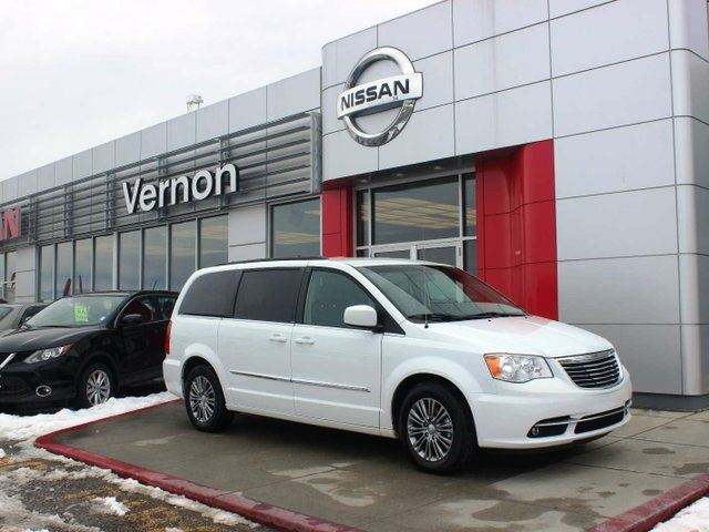 2014 CHRYSLER TOWN AND COUNTRY Touring-l in Vernon, British Columbia