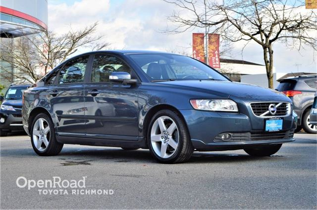 2011 VOLVO S40 Heated leather front seats, Power memory seat,  in Richmond, British Columbia