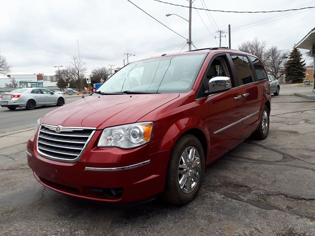 2008 CHRYSLER TOWN AND COUNTRY Limited in Scarborough, Ontario