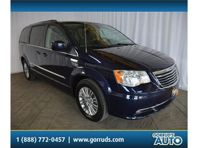 2016 CHRYSLER TOWN AND COUNTRY TOURING L/REAR AIR/LEATHER/NEW TIRES in Milton, Ontario