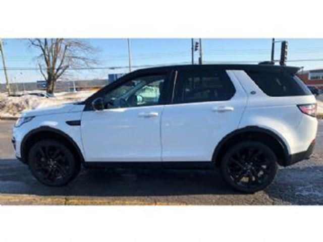 2017 LAND ROVER DISCOVERY HSE Luxury, Black Pack Turbo, 7 Passenger AWD in Mississauga, Ontario