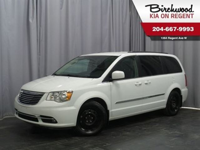 2016 CHRYSLER TOWN AND COUNTRY Touring **White OUT Special ON NOW!! in Winnipeg, Manitoba
