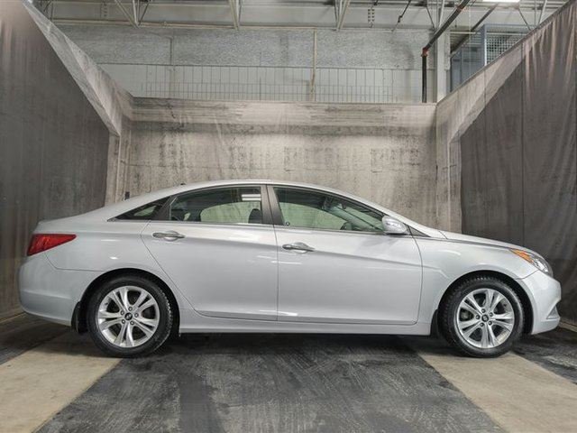 2013 HYUNDAI SONATA LIMITED w/ NAVI / PANORAMIC ROOF / LEATHER in Calgary, Alberta