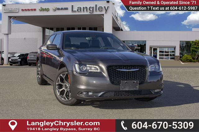 2015 CHRYSLER 300 S <B>*AWD*PANO SUNROOF*NAVIGATION*LEATHER*<b> in Surrey, British Columbia
