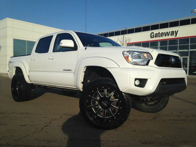 2015 TOYOTA TACOMA V6 4x4 Double-Cab 127.4 in. WB Heated Seats, Back up Cam in Edmonton, Alberta