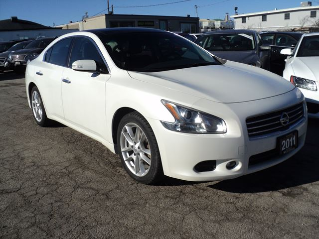 2011 NISSAN MAXIMA 3.5 SV PANORAMIC ROOF BACK-UP CAM in Oakville, Ontario