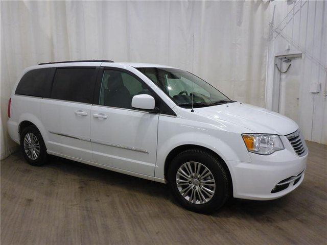 2014 CHRYSLER TOWN AND COUNTRY Touring-L in Calgary, Alberta