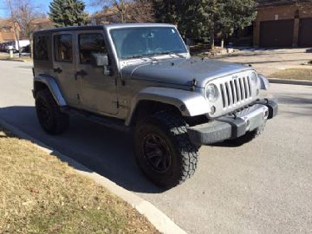 2016 JEEP WRANGLER Unlimited 4WD 4dr Sahara Unlimited with Lift Kit in Mississauga, Ontario
