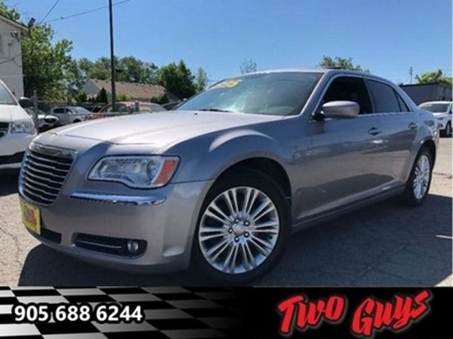 2014 CHRYSLER 300 AWD LEATHER PANORAMA ROOF BACKUP CAMERA in St Catharines, Ontario