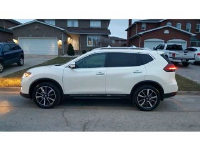 2017 NISSAN ROGUE AWD SL Platinum in Mississauga, Ontario