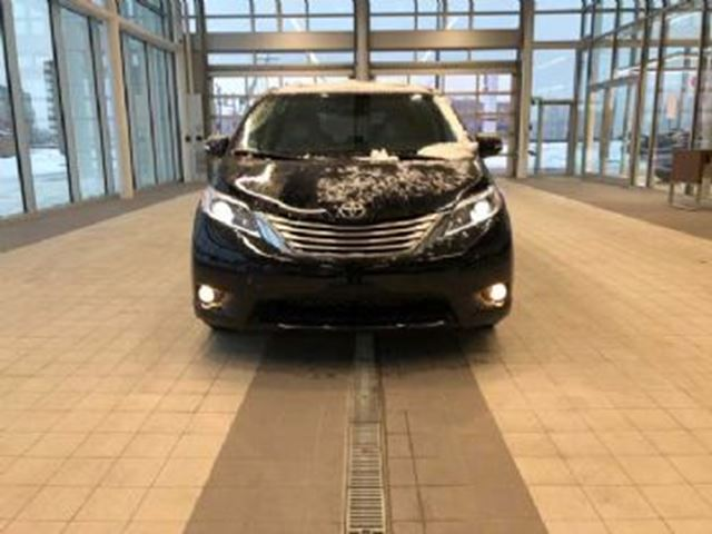 2017 TOYOTA SIENNA LAST AWD IN STOCK in Mississauga, Ontario