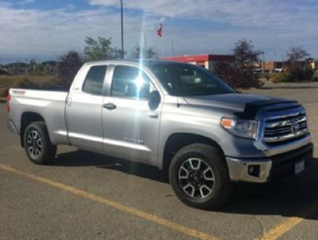 2017 TOYOTA TUNDRA 4WD DoubleCab SR5 w/TRD Offroad Pkg in Mississauga, Ontario
