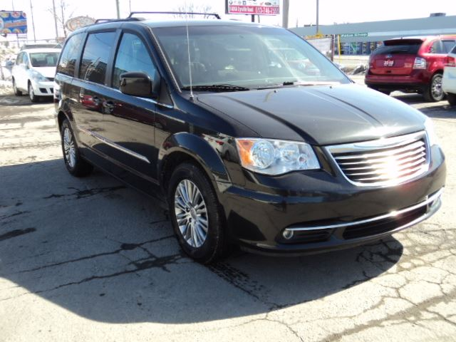 2014 CHRYSLER TOWN AND COUNTRY Touring w/ Leather in Ottawa, Ontario
