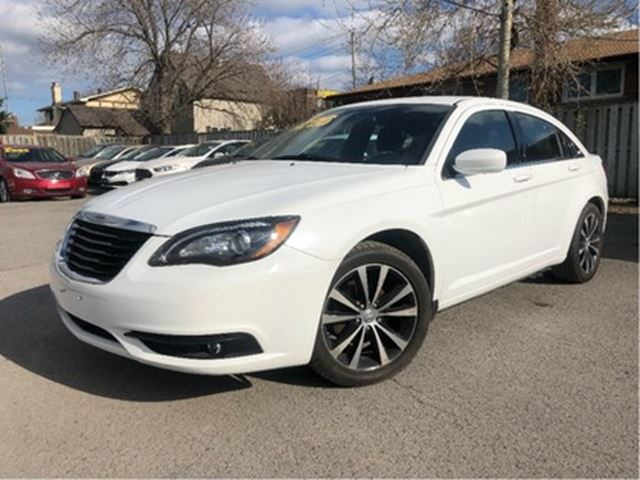 2013 CHRYSLER 200 Touring BIG MAGS NEW TIRES HEATED FRONT SEATS in St Catharines, Ontario