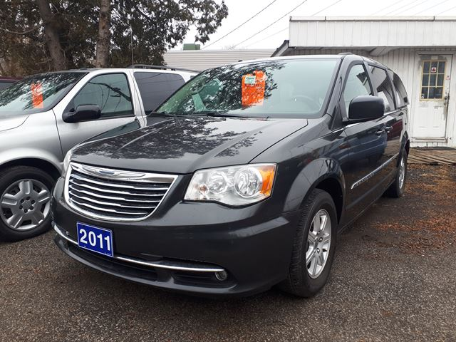 2011 CHRYSLER Town and Country Touring in Whitby, Ontario