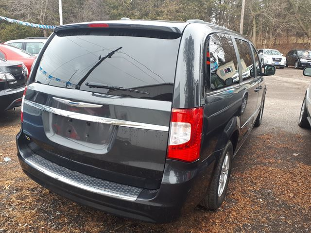 2011 chrysler town and country touring whitby ontario car for sale 3015984. Black Bedroom Furniture Sets. Home Design Ideas