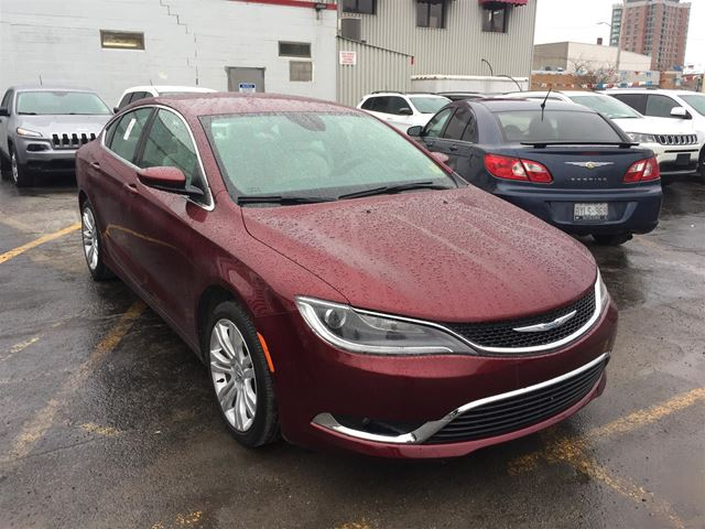 2016 CHRYSLER 200 Limited BLUETOOTH/ BACKUP CAMERA/ HEATED SEATS in Brockville, Ontario