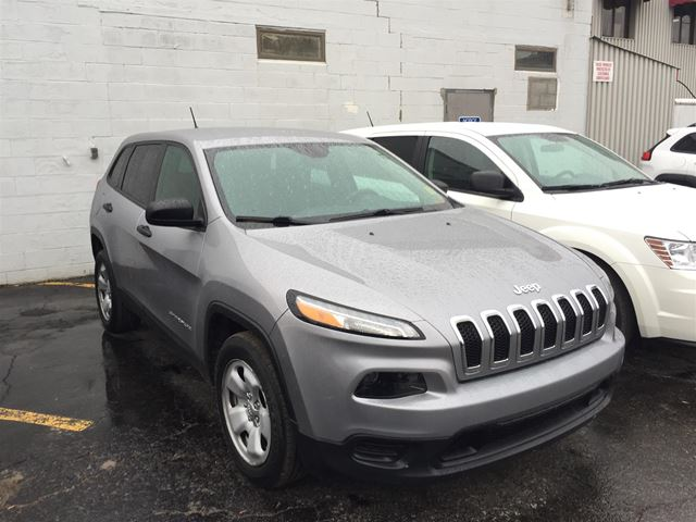 2014 JEEP CHEROKEE Sport BLUETOOTH/ KEYLESS ENTRY/ HEATED SEATS in Brockville, Ontario