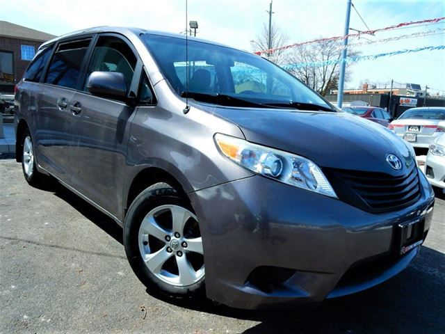 2011 TOYOTA Sienna LOADED  7 PASS  ONE OWNER in Kitchener, Ontario