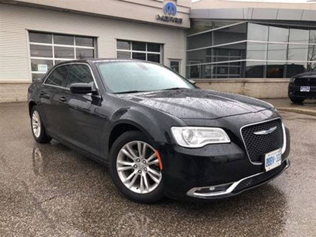 2017 CHRYSLER 300 TOURING**LEATHER**PANORAMIC SUNROOF** in Mississauga, Ontario