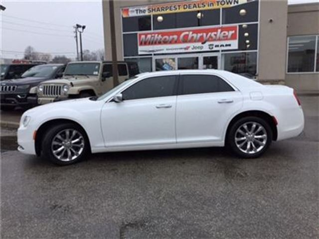 2015 CHRYSLER 300 AWD LEATHER NAVIGATION PANORAMIC SUNROOF in Milton, Ontario
