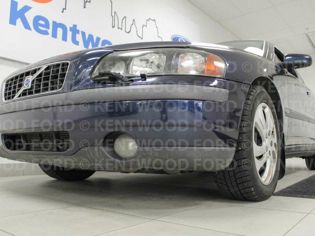 2004 VOLVO S60 S60 2.5T heated power leather seats and a sunroof in Edmonton, Alberta