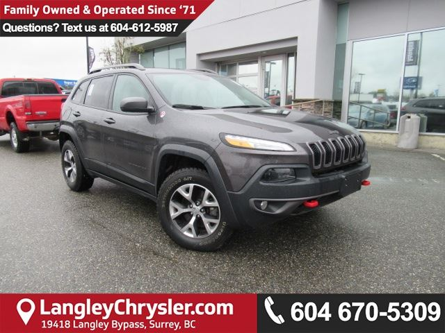 2017 JEEP CHEROKEE Trailhawk <b>*Off Road Group*LEATHER*8.4 TOUCHSCREEN MEDIA*PANO SUNROOF*<b> in Surrey, British Columbia